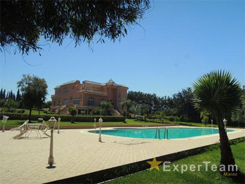 Experteam : A Vendre — Villa Avec Piscine — 950 M² — Bouskoura